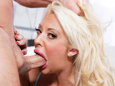 Hot pornstar deepthroat