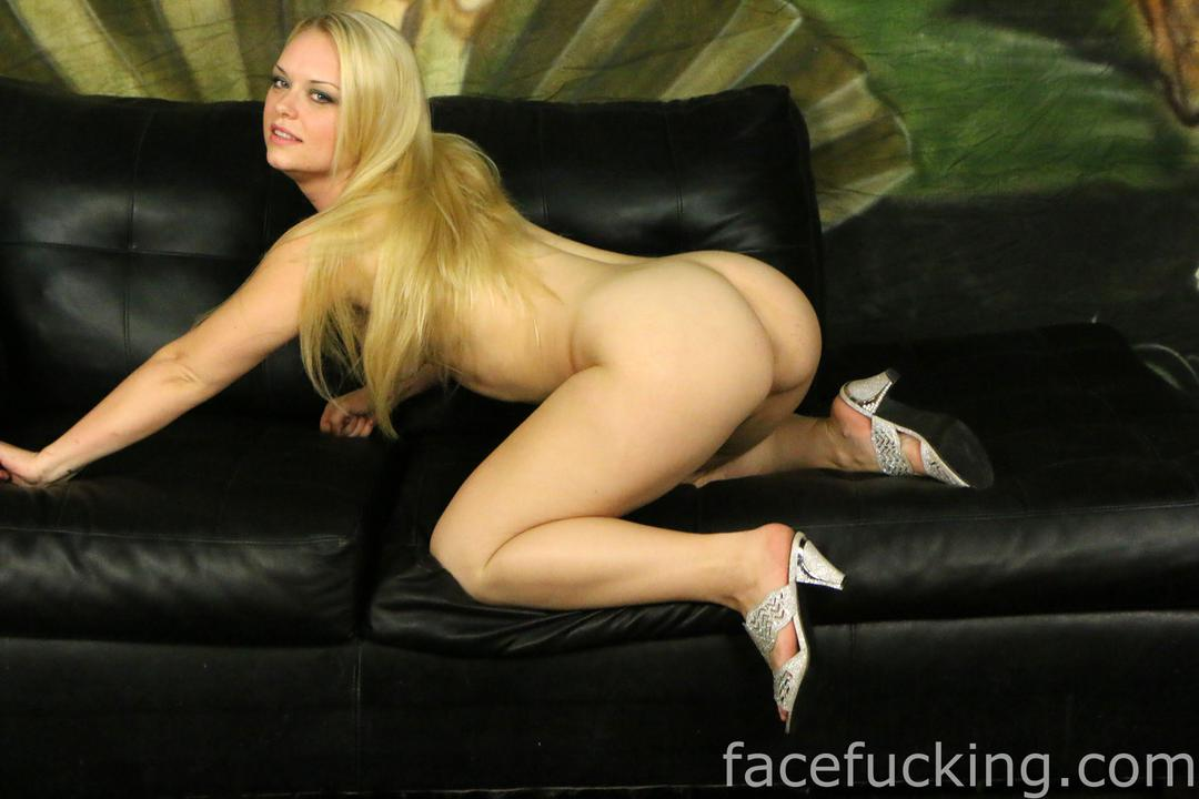 Deepthroat blonde deep
