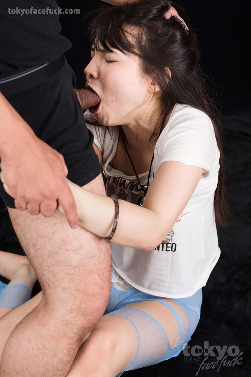 Xxx girls sucking dick