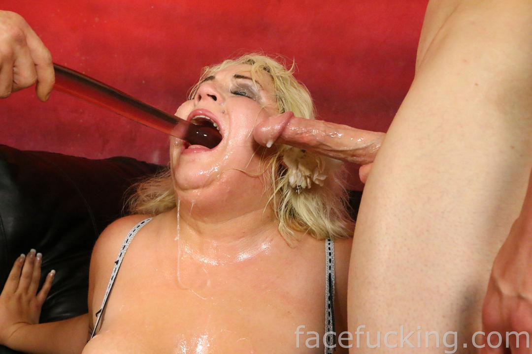 Chubby blonde does ass to mouth 5
