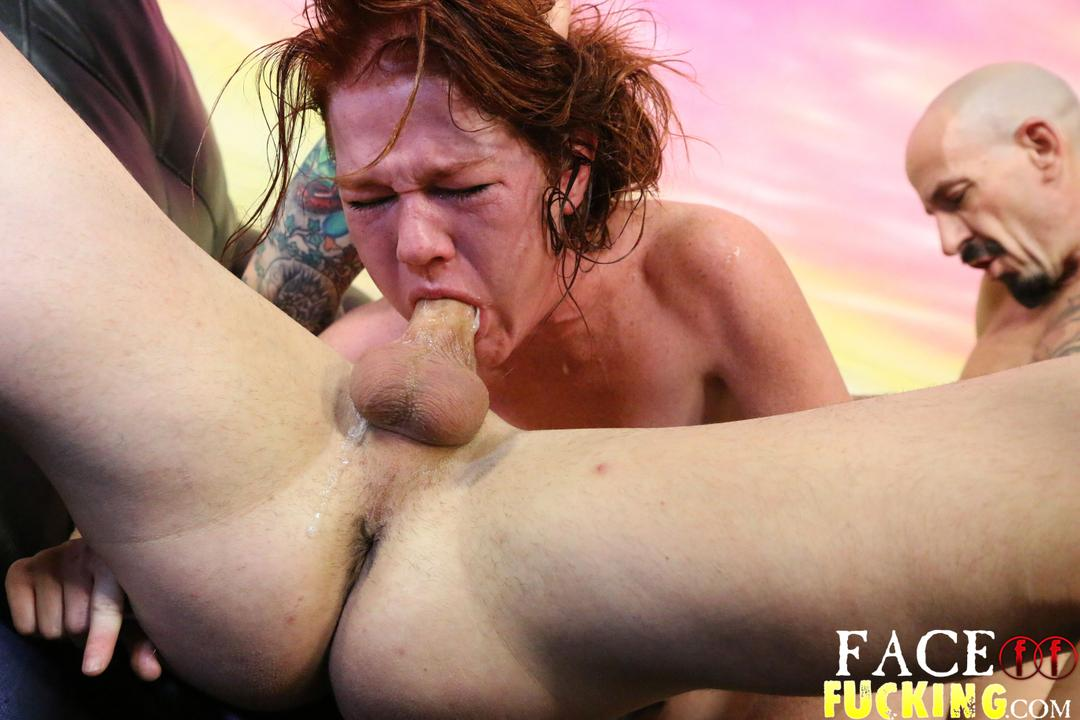 Dirty slut gets her pussy licked while she gives a blow job 8