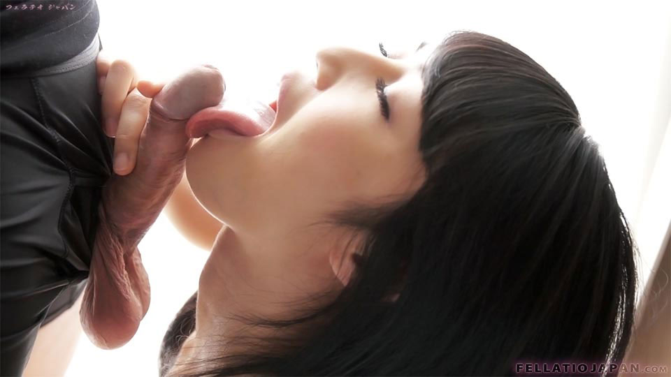 Slutty Asian babe Saionji Reo slurps on his hard cock