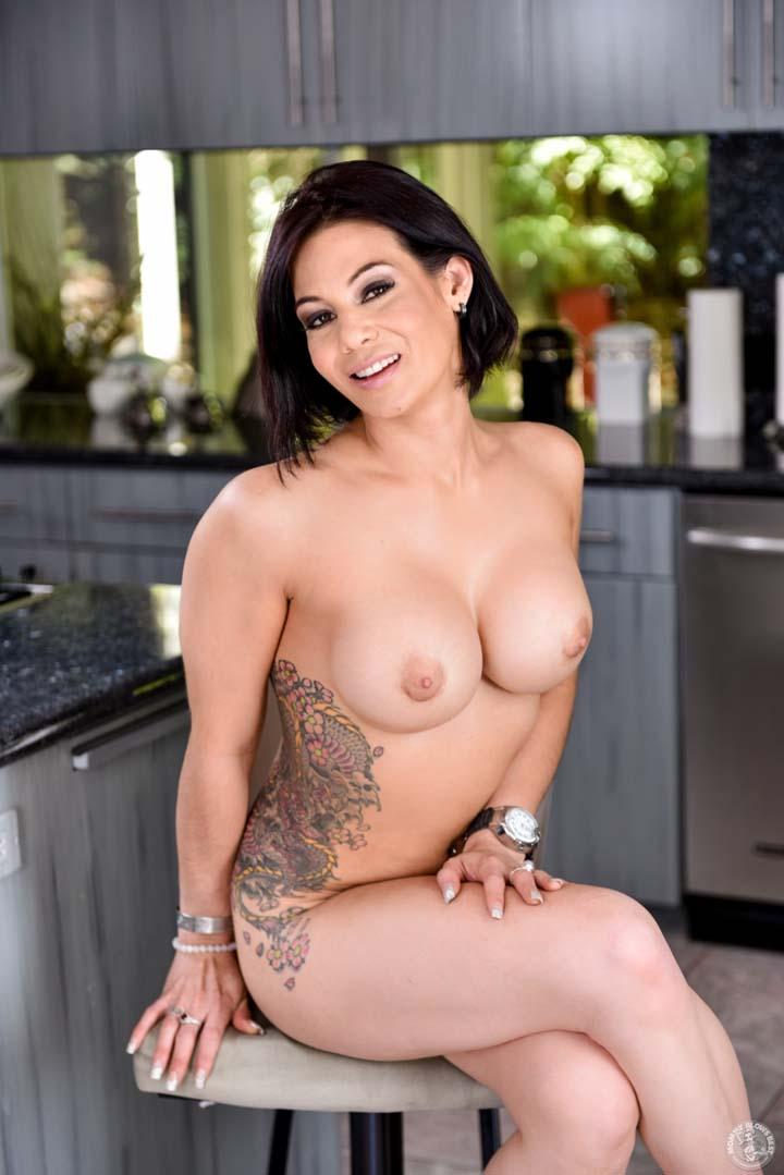 Busty brunette milf porn