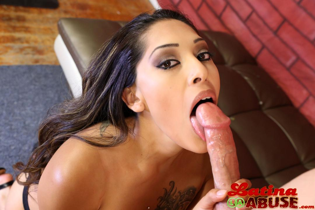 Latina throat